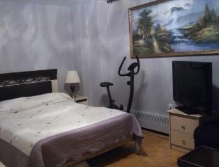 $830-Steeles/Bathurst. Cдаеться большая светлая комната в апартменте работающему мужчине 25-40лет.