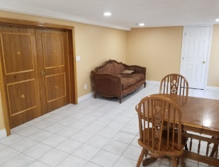 Very clean, spacious 2 bedrooms low level apartment for rent!